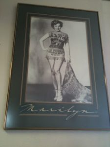 A picture of Marilyn Monroe wearing a costume made from burlap.