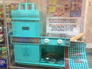 Image of first Easy Bake Oven