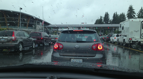 Image of traffic at the Canadian border crossing